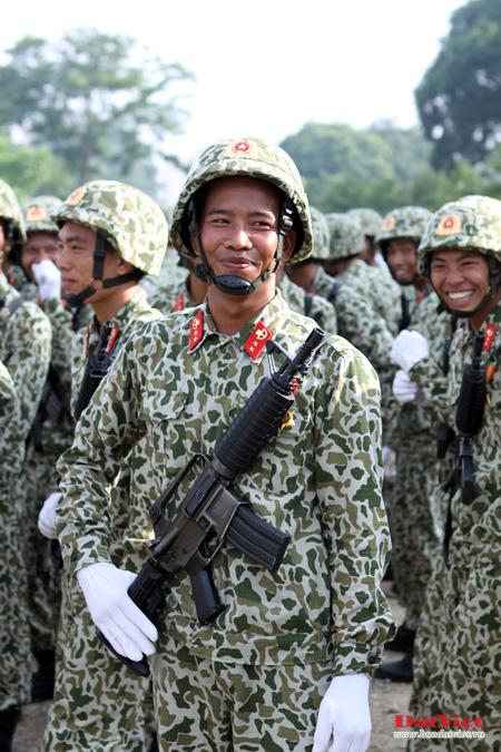 Khối đặc công diều binh Kỷ niệm 1000 năm Thăng Long Hà Nội với súng M-18