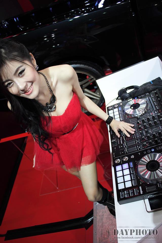 Màn trình diễn quá đỗi nóng bỏng của DJ Leng Yein