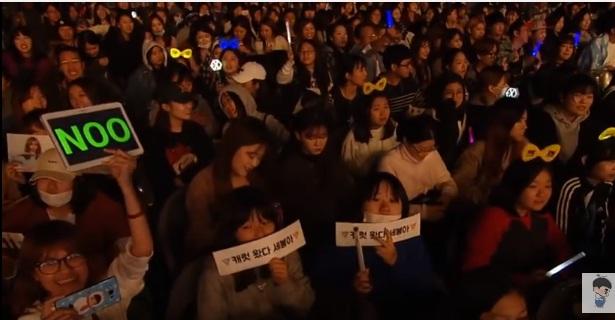 Thái độ fan Hàn Quốc khi Noo Phước Thịnh biểu diễn - Ảnh 6.
