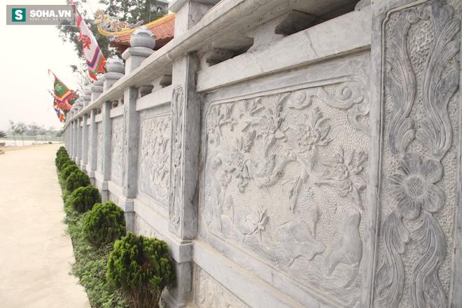 Những pho tượng dát vàng trong đền thờ độc đáo bậc nhất Việt Nam - Ảnh 4.