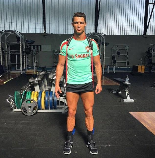 Ronaldo khoe điều khiến Ba Lan phải sợ - Ảnh 1.