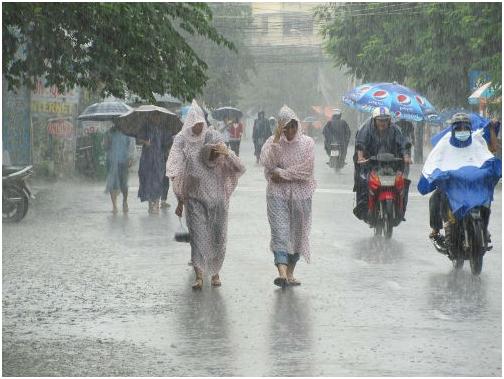 Đối phó với các cơn mưa bất chợt ở miền Nam và bão ở miền Bắc - Ảnh 1.