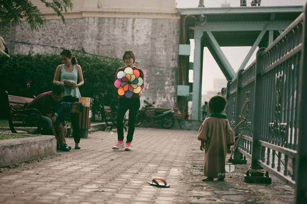 1 bức ảnh, 2 số phận ở nơi xa hoa nhất Hà Nội gây xúc động mạnh - Ảnh 2.