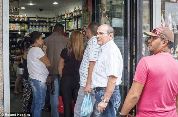 Người dân Venezuela tuyệt vọng cậy nhờ vào tà thuật để chữa bệnh - Ảnh 9.