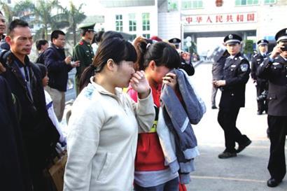 Phụ nữ Việt bị bán rẻ như bèo, sứt môi lồi rốn có tiền có vợ - Ảnh 3.