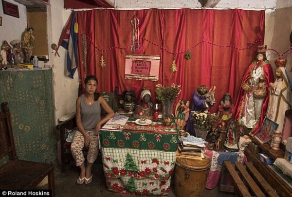 Người dân Venezuela tuyệt vọng cậy nhờ vào tà thuật để chữa bệnh - Ảnh 12.