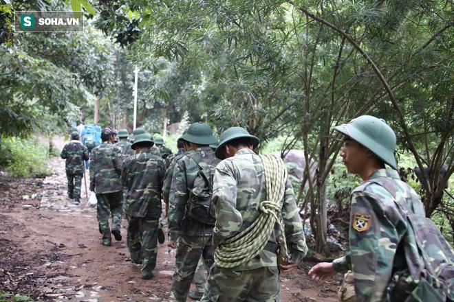 Hàng trăm chiến sĩ ngày thứ 2 tìm kiếm trực thăng rơi ở Vũng Tàu - Ảnh 10.