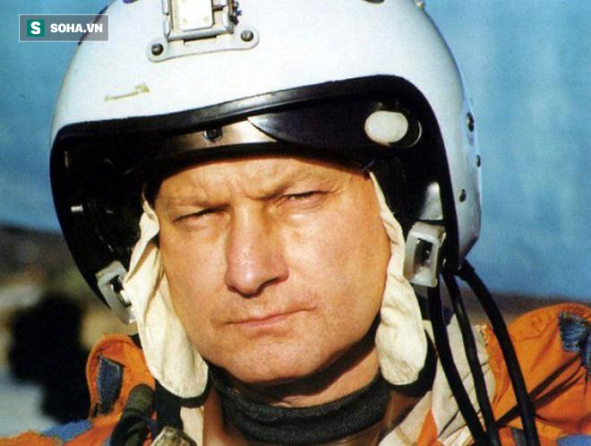 Trở về từ cõi chết: Tàu sân bay Đô đốc Kuznetsov Nga gieo rắc nỗi sợ hãi - Ảnh 1.