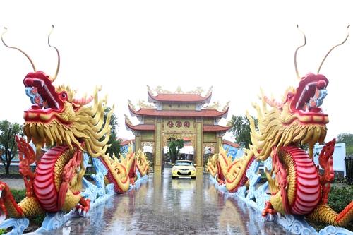 Cận cảnh bên trong nhà thờ trăm tỉ tráng lệ của Hoài Linh - Ảnh 1.