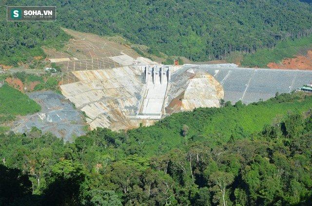 Vụ vỡ cống dẫn thủy điện Sông Bung 2: Hơn 10 người đang mất tích - Ảnh 1.