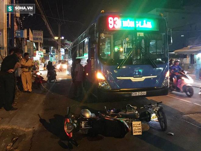 Va chạm giao thông, nữ sinh lớp 8 bị xe buýt cán nát tay - Ảnh 2.