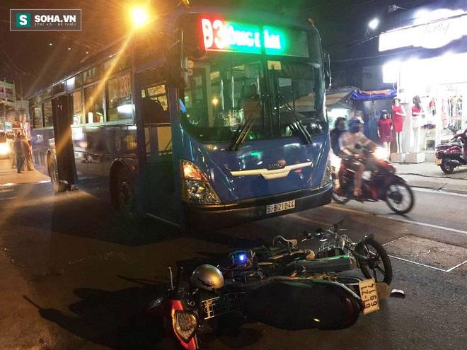Va chạm giao thông, nữ sinh lớp 8 bị xe buýt cán nát tay - Ảnh 1.