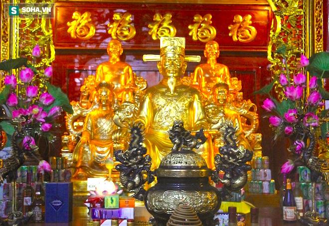 Những pho tượng dát vàng trong đền thờ độc đáo bậc nhất Việt Nam - Ảnh 25.