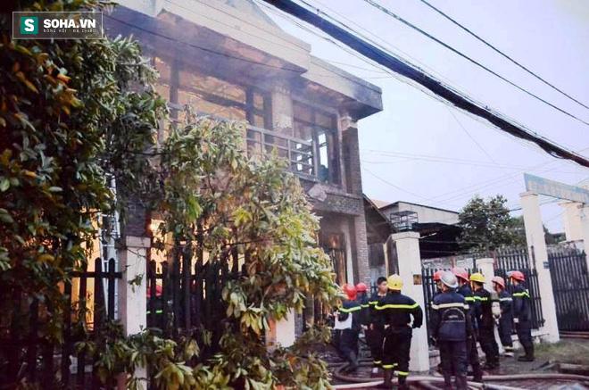 Cháy lớn ở vùng ven Sài Gòn, 3 người thương vong, CA tiếp tục tìm kiếm người mắc kẹt - Ảnh 3.