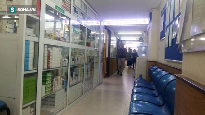 Vụ hai bệnh nhân chết khi gây mê: Bệnh viện hoạt động bình thường, vẫn đông người đến khám - Ảnh 3.