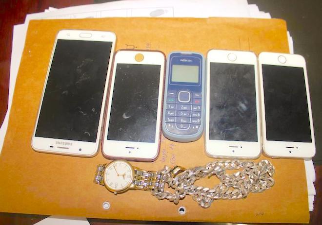 Chiêu lừa sinh viên ship hàng đổi điện thoại lấy gạch vụn - Ảnh 2.