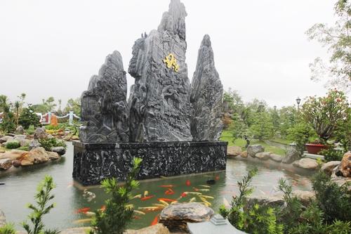 Cận cảnh bên trong nhà thờ trăm tỉ tráng lệ của Hoài Linh - Ảnh 3.