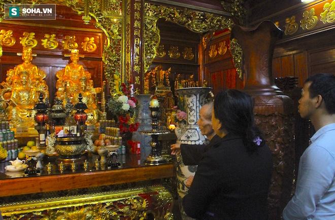Những pho tượng dát vàng trong đền thờ độc đáo bậc nhất Việt Nam - Ảnh 29.