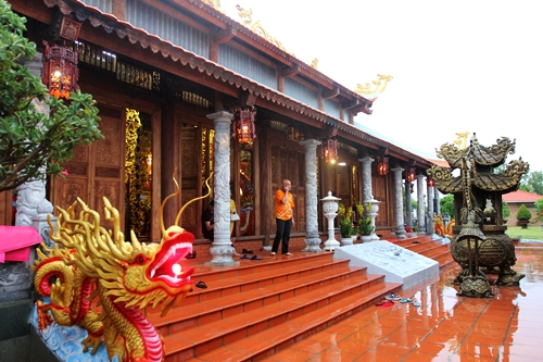 Cận cảnh bên trong nhà thờ trăm tỉ tráng lệ của Hoài Linh - Ảnh 4.