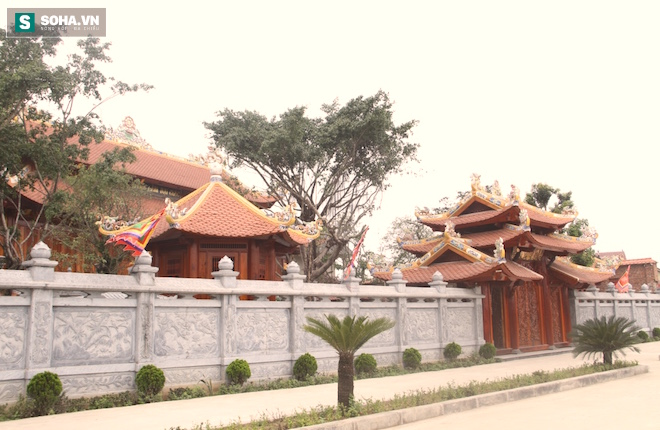 Những pho tượng dát vàng trong đền thờ độc đáo bậc nhất Việt Nam - Ảnh 20.