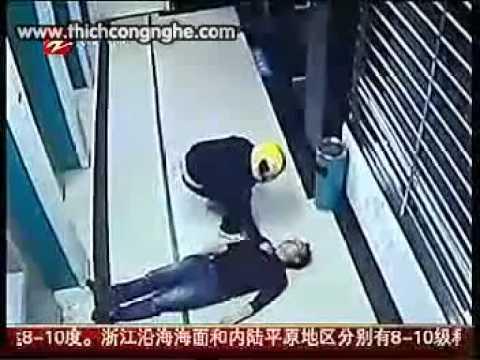 Cô gái trẻ hồn vía lên mây khi bị cướp xồ vào uy hiếp tại cây ATM - Ảnh 7.