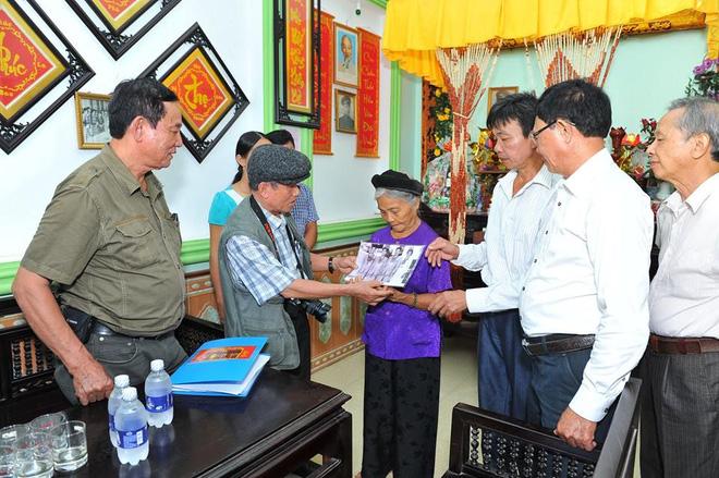 Người hùng Hoàng Xuân Vinh tri ân huyền thoại Trần Oanh - Ảnh 2.