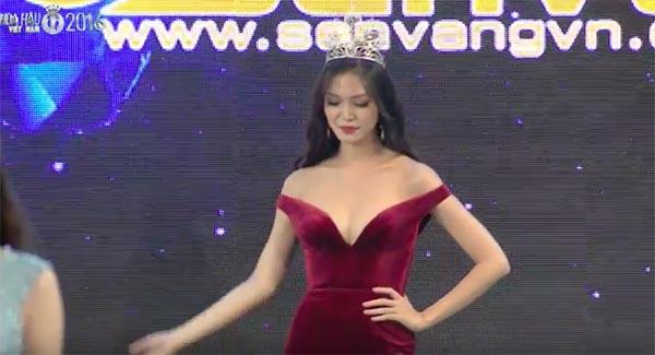 Cách mặc không thể nóng hơn của Hoa hậu Thùy Dung - Ảnh 3.