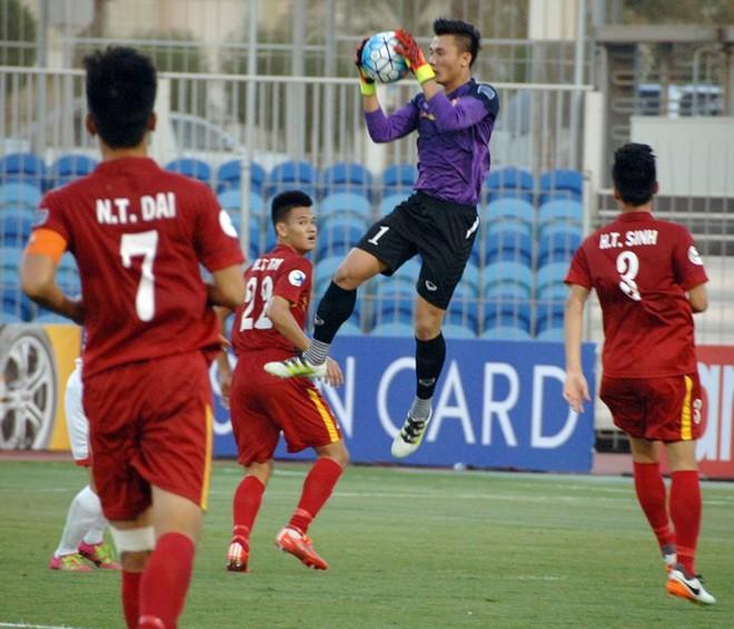 U19 Việt Nam bị ném đá vì lối đá thô bạo - Ảnh 2.