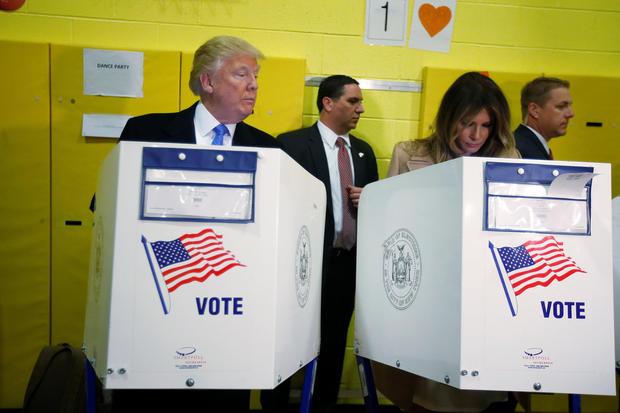 Bầu cử tổng thống Mỹ 2016: Trump bị la ó khi đi bỏ phiếu ở New York - Ảnh 1.