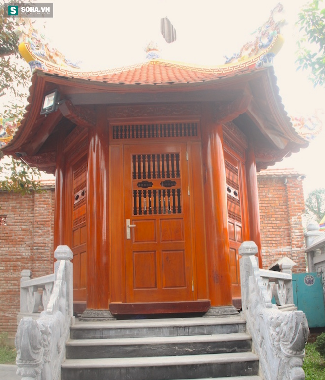 Những pho tượng dát vàng trong đền thờ độc đáo bậc nhất Việt Nam - Ảnh 14.