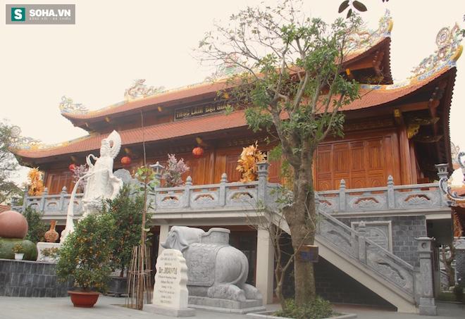 Những pho tượng dát vàng trong đền thờ độc đáo bậc nhất Việt Nam - Ảnh 19.