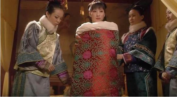 Khó tin quá trình chọn người hầu hạ của Hoàng đế Trung Hoa - Ảnh 3.