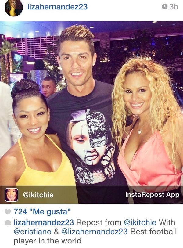 Cris Ronaldo tán tỉnh tình cũ của tay đấm triệu đô? - Ảnh 1.