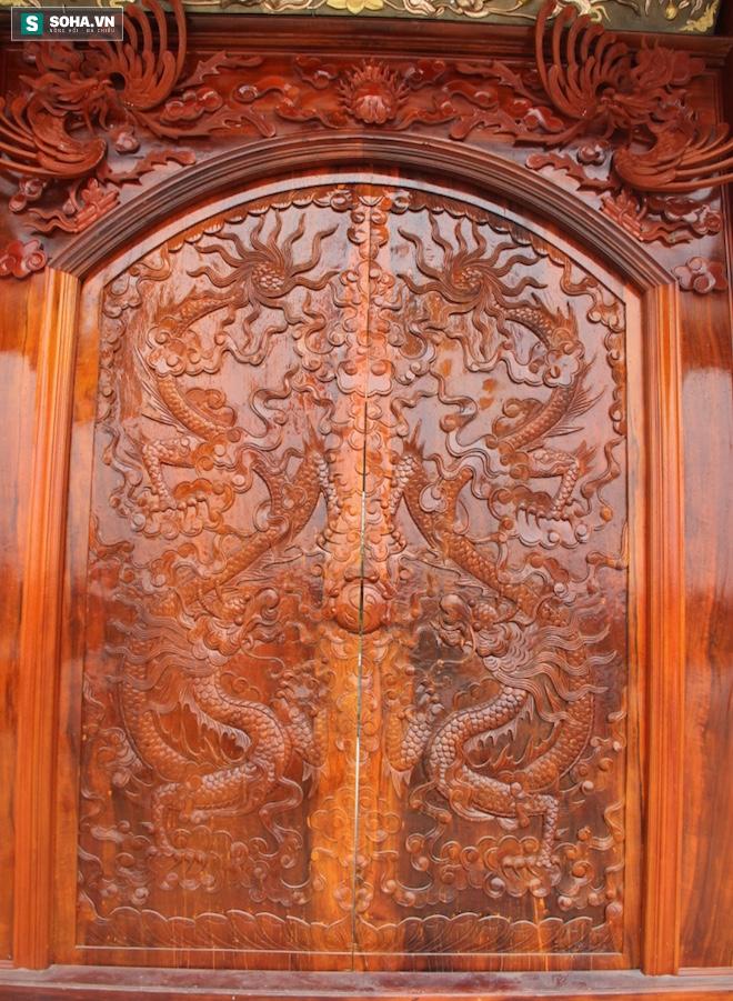 Những pho tượng dát vàng trong đền thờ độc đáo bậc nhất Việt Nam - Ảnh 8.