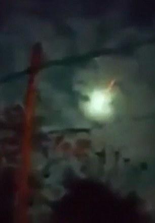 Bí ẩn quả cầu lửa khổng lồ nổ tung, đốt cháy trời Mexico - Ảnh 2.