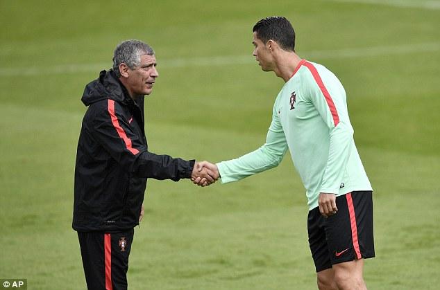 Thầy Ronaldo hé lộ về chuyện học trò giã từ ĐT BĐN - Ảnh 1.