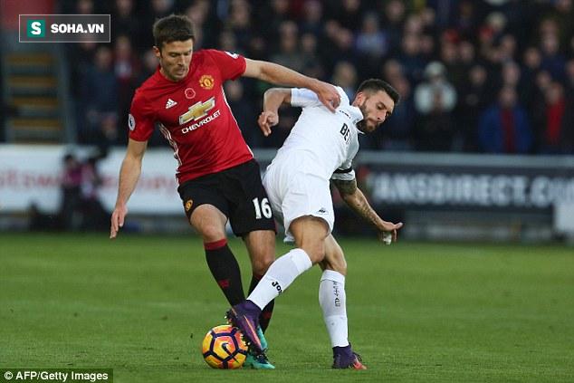 Mourinho đã biết dùng món quà báu Alex Ferguson để lại - Ảnh 1.