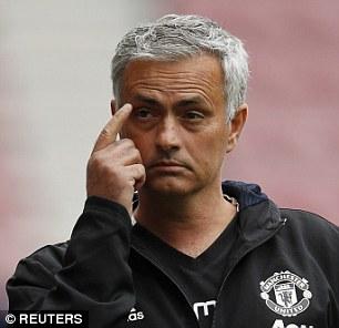 Tấu hài bên đường biên, Mourinho nhận được quà siêu độc - Ảnh 4.