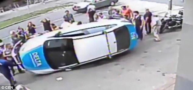 Bé gái bị hất tung, nằm gọn dưới gầm xe sau tai nạn kinh hoàng - Ảnh 5.