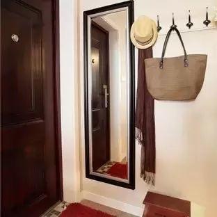 Từ cửa chính đến phòng khách, nếu để 1 trong 5 thứ này hãy bỏ ngay kẻo sớm muộn sẽ gặp họa - Ảnh 1.