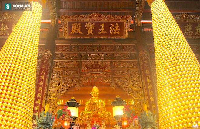 Những pho tượng dát vàng trong đền thờ độc đáo bậc nhất Việt Nam - Ảnh 22.