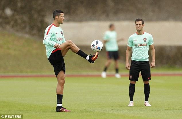 Ronaldo khoe điều khiến Ba Lan phải sợ - Ảnh 2.