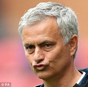 Tấu hài bên đường biên, Mourinho nhận được quà siêu độc - Ảnh 5.