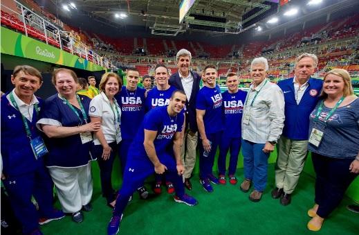 Tổng thống Obama bất ngờ ra tay sau chiến tích của Michael Phelps - Ảnh 2.