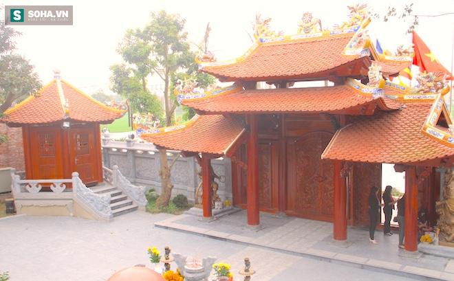 Những pho tượng dát vàng trong đền thờ độc đáo bậc nhất Việt Nam - Ảnh 18.