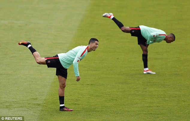 Ronaldo khoe điều khiến Ba Lan phải sợ - Ảnh 3.