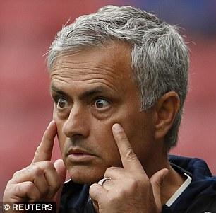 Tấu hài bên đường biên, Mourinho nhận được quà siêu độc - Ảnh 6.