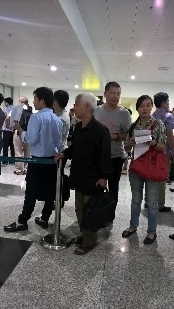 Ba thuyền viên Việt bị cướp biển bắt cóc đã về tới Hà Nội - Ảnh 4.