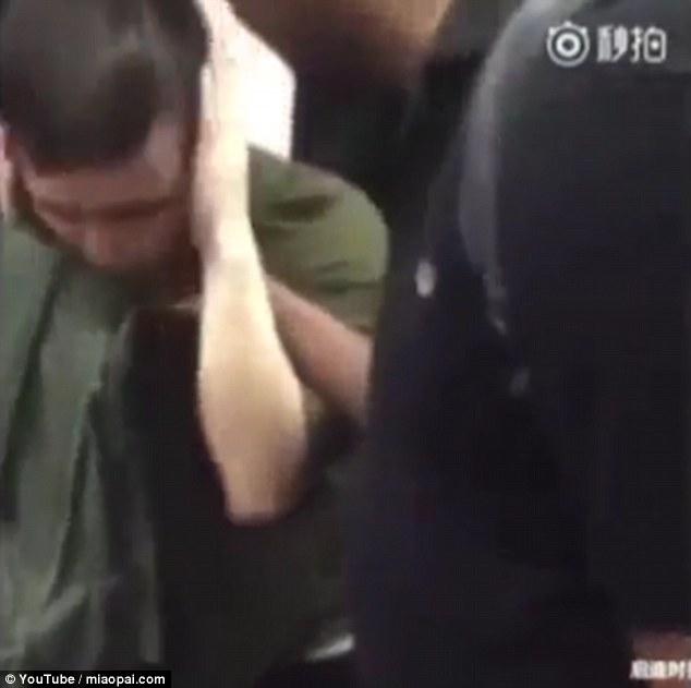 Lăng mạ du khách da màu, thanh niên Trung Quốc nhận cái kết đắng - Ảnh 8.