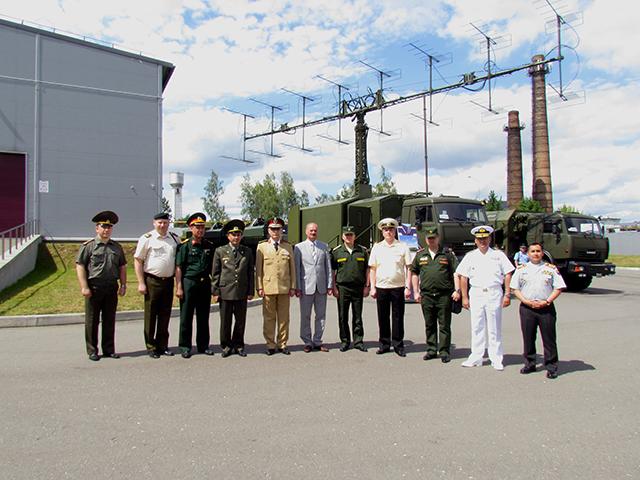 Đại diện BQP VN ngắm tên lửa phòng không hiện đại của Belarus - Ảnh 1.